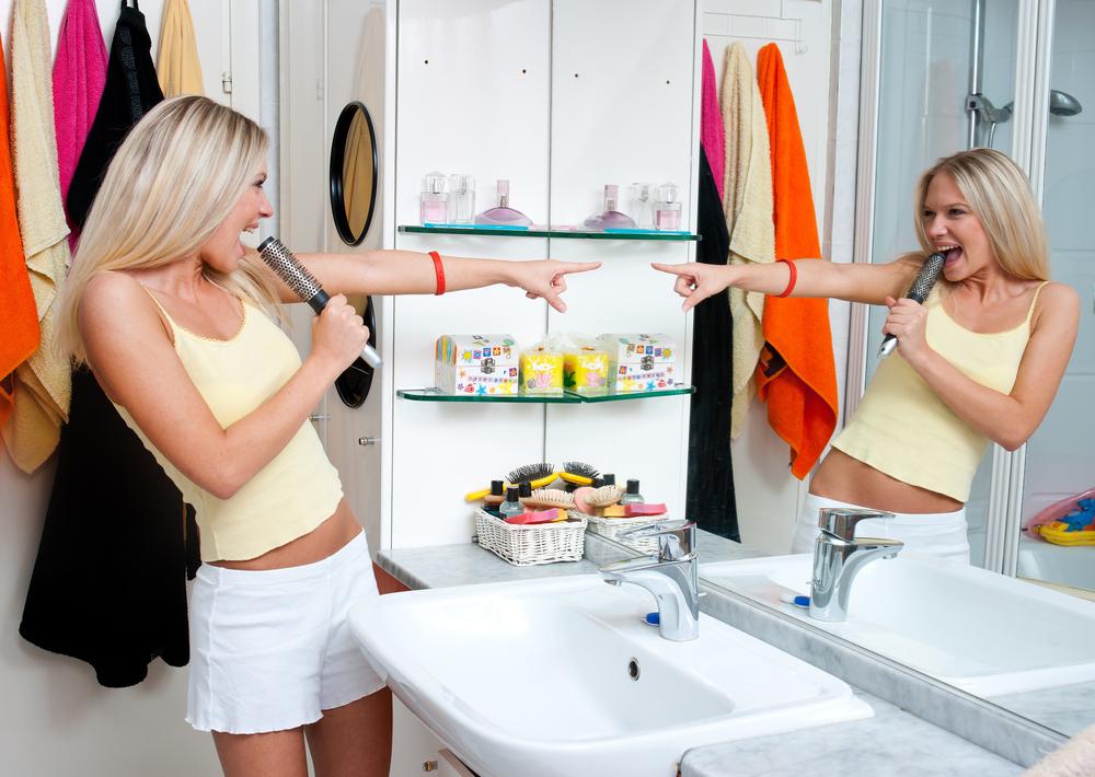 Con figli adolescenti i turni in bagno diventano interminabili!