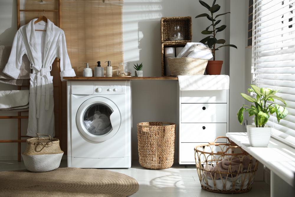 Se hai un bagno solo, il mobile della lavatrice può diventare un elemento decorativo